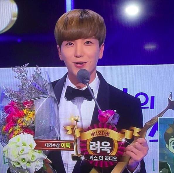 ryeowook-dj-award-leeteuk.png